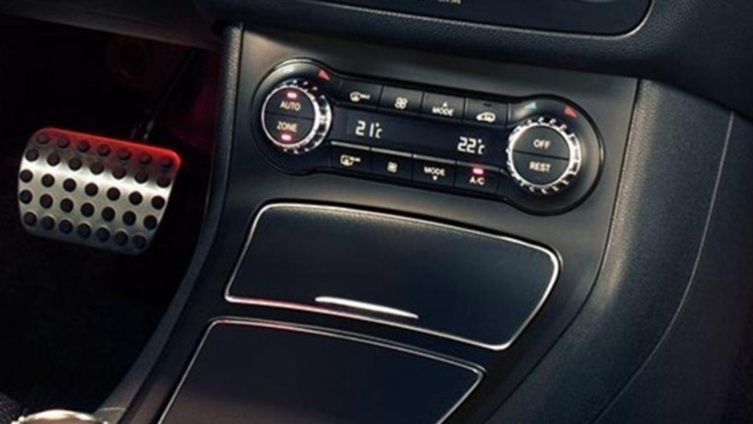 Mercedes-Benz B-Class 2020 Interior 002
