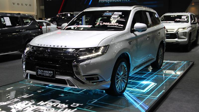 เทียบเอสยูวี-ซีตัวท็อป Mitsubishi Outlander PHEV – Mazda CX-5 – Honda CR-V กว่า 1.7 ล้านบาท คันไหนมีอะไรดี? 02