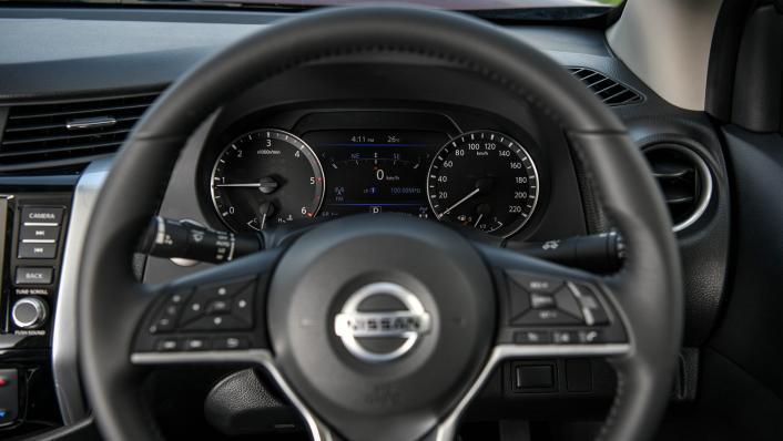 2021 2.3 Nissan Navara Double Cab 4WD VL 7AT Interior 004