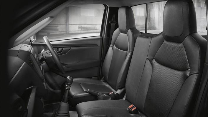 Isuzu D-Max Spark 2020 Interior 001