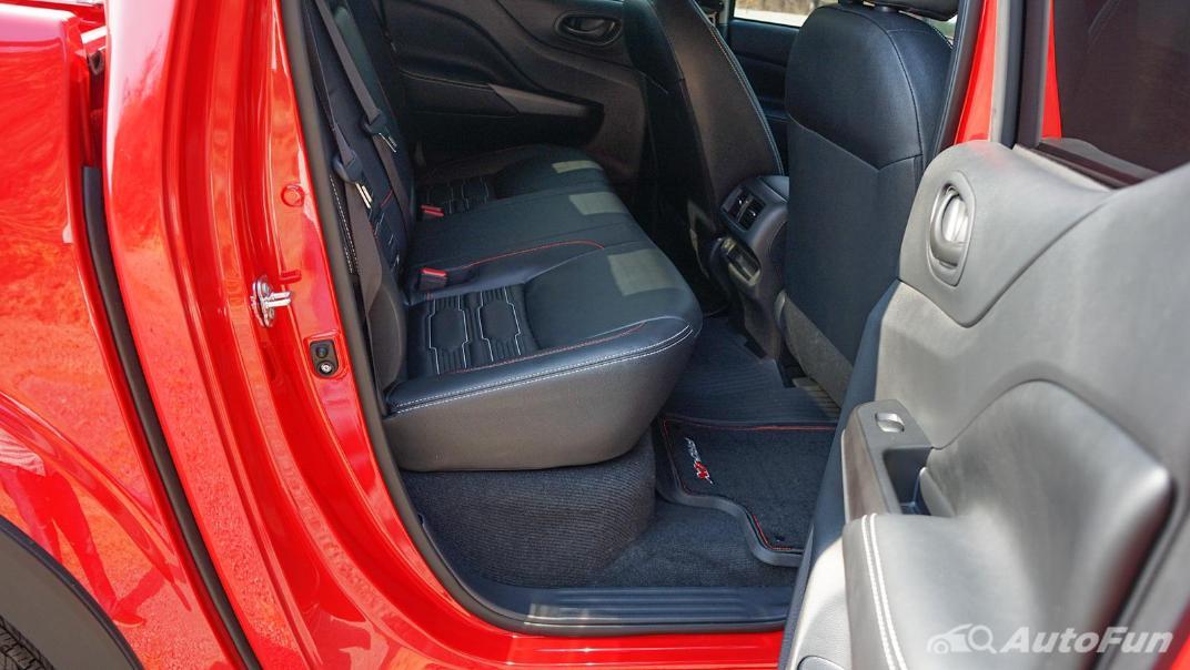 2021 Nissan Navara PRO-4X Interior 037