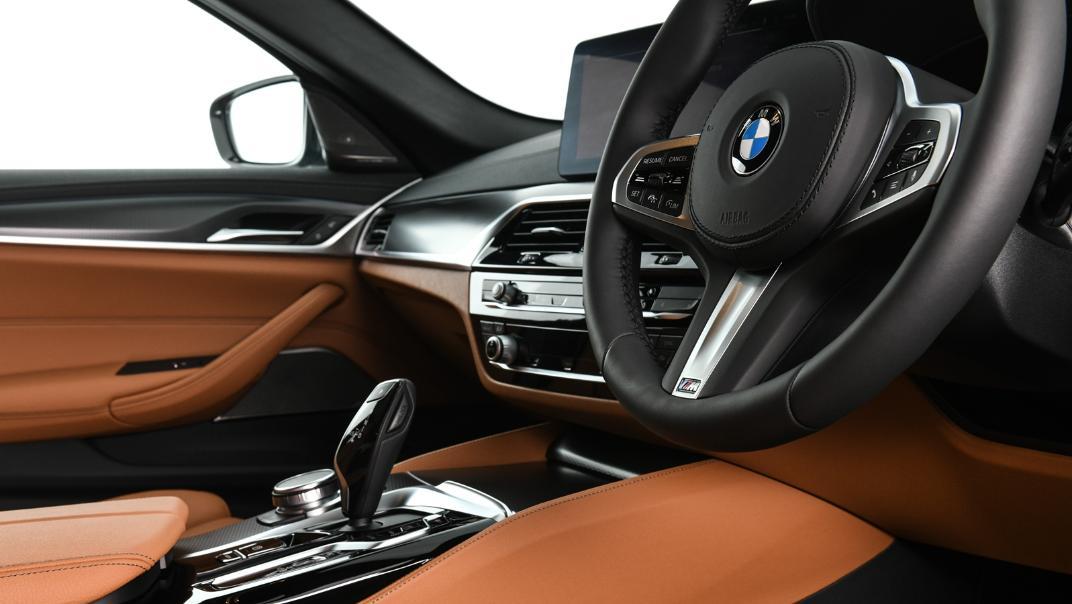 2021 BMW 5 Series Sedan 530e M Sport Interior 038