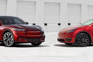 เจ้าของรถ Tesla หันไปซื้อรถคู่แข่ง 2021 Ford Mustang Mach-E เพราะมี 3 เหตุผลโดนใจกว่า
