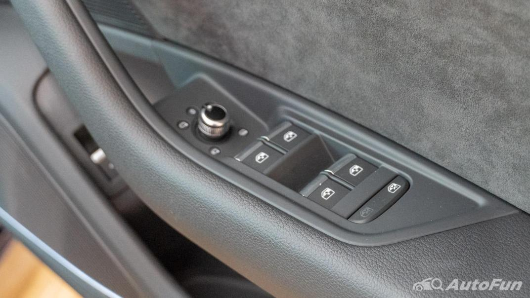 2020 Audi A4 Avant 2.0 45 TFSI Quattro S Line Black Edition Interior 106