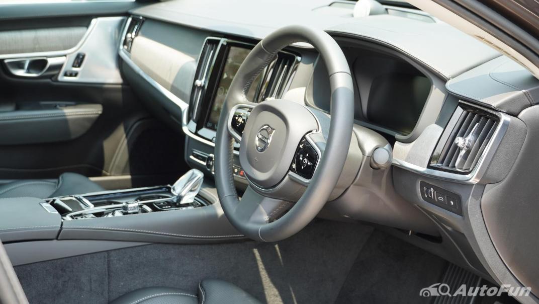 2021 Volvo S90 Recharge Interior 003