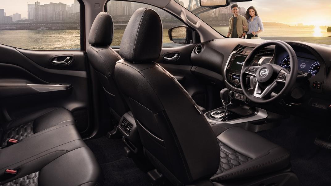 Nissan Navara 2021 Interior 002