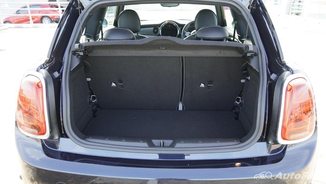 2021 MNI 3-Door Hatch Cooper S Interior 059