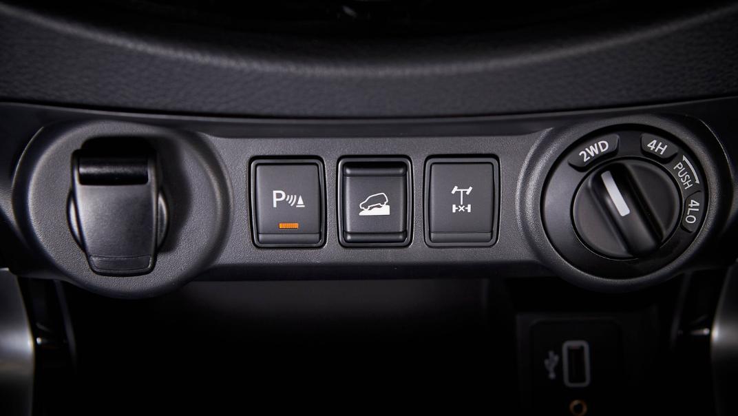 2021 Nissan Navara Double Cab 2.3 4WD VL 7AT Interior 070
