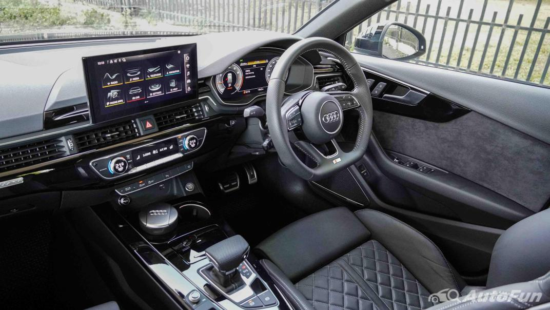 2020 Audi A4 Avant 2.0 45 TFSI Quattro S Line Black Edition Interior 002