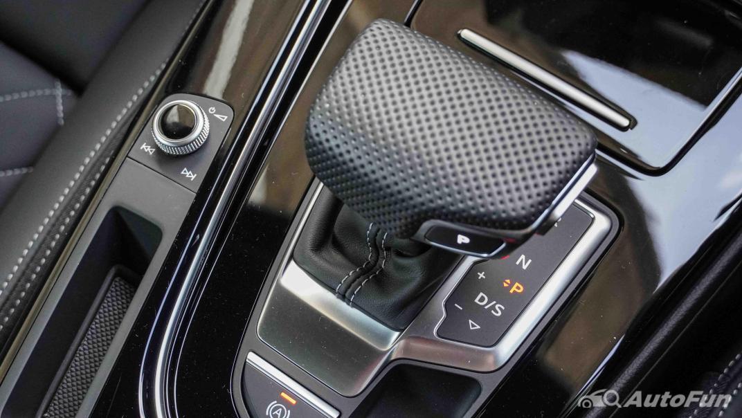 2020 Audi A4 Avant 2.0 45 TFSI Quattro S Line Black Edition Interior 033