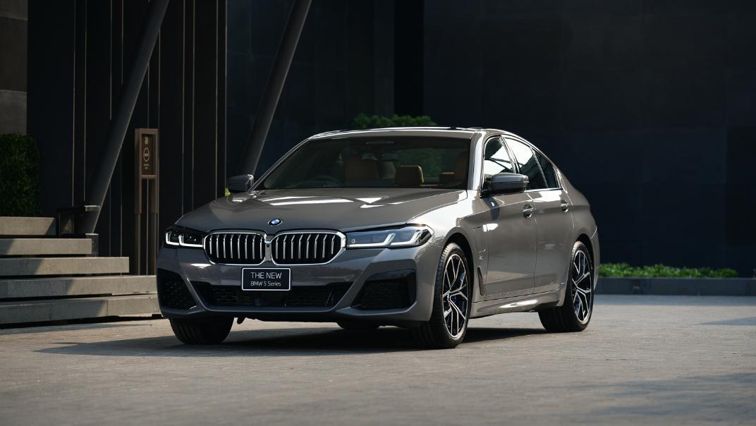 2021 BMW 5 Series Sedan 530e M Sport Exterior 025