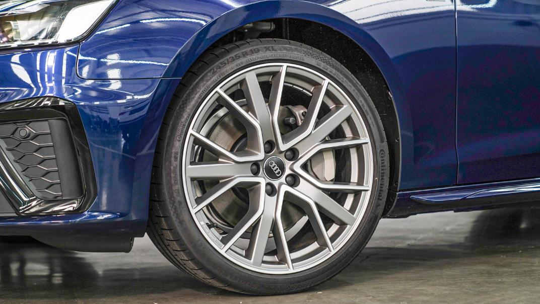 2020 Audi A4 Avant 2.0 45 TFSI Quattro S Line Black Edition Exterior 129