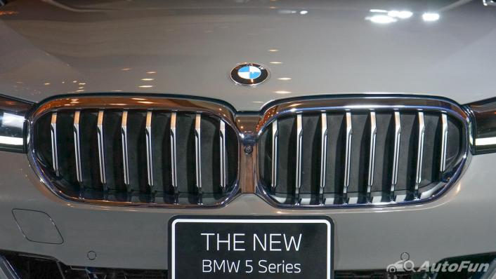 2021 BMW 5 Series Sedan 530e M Sport Exterior 008