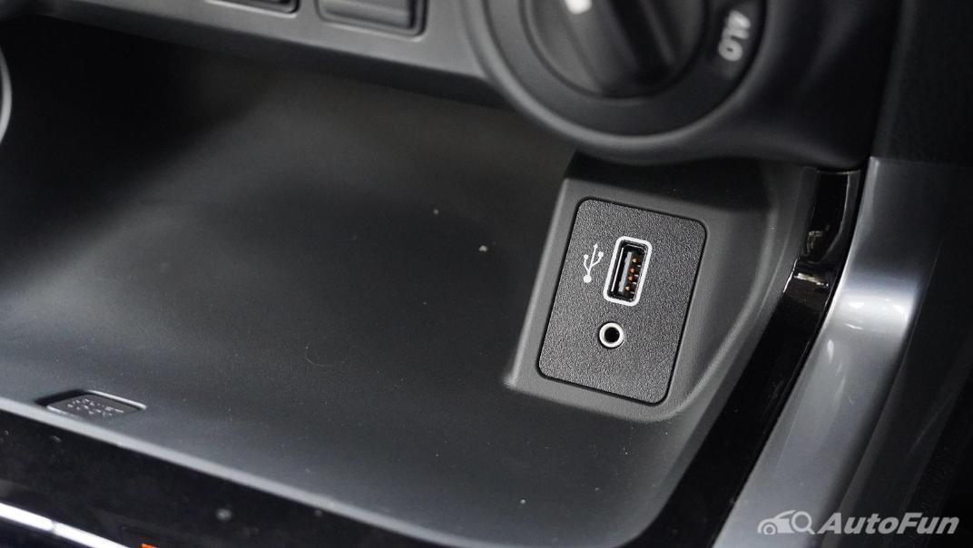 2021 Nissan Navara Double Cab 2.3 4WD VL 7AT Interior 026