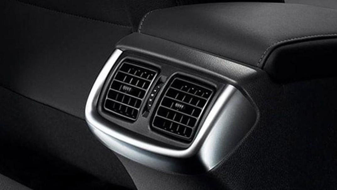 Toyota Hilux Revo Double Cab 2020 Interior 012