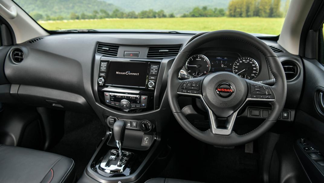 2021 Nissan Navara PRO-4X Interior 062