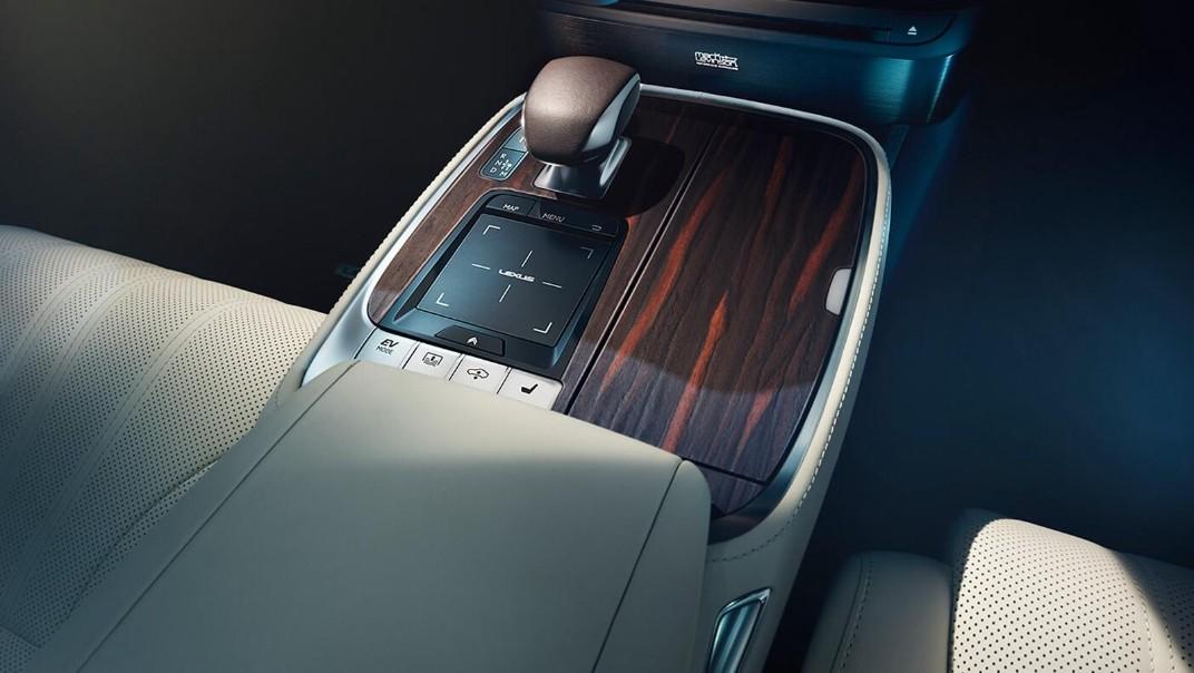 Lexus LS 2020 Interior 007
