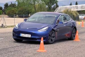 Tesla แก้ข่าว โชว์การขับของสาวจีนเบรคแตก พบมีการชะลอรถปกติ คุณจะเชื่อหรือไม่ ?