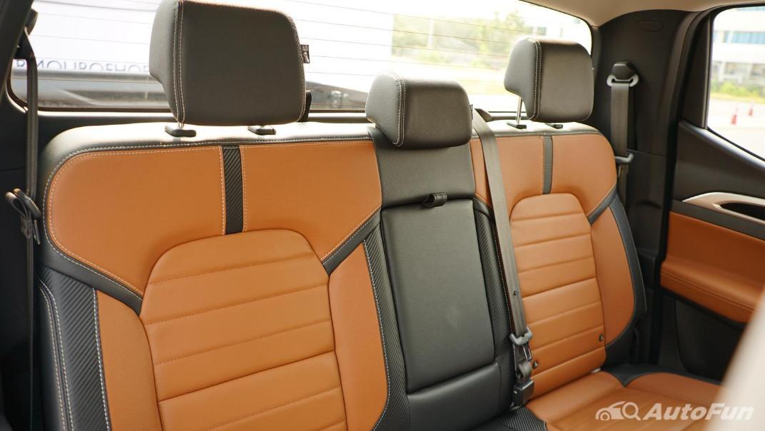 2021 MG Extender Interior 018