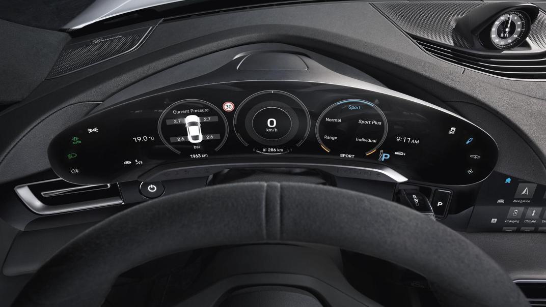 2020 Porsche Taycan Interior 004
