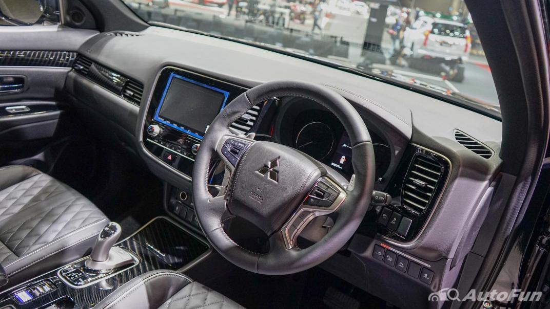 2021 Mitsubishi Outlander PHEV GT Interior 002