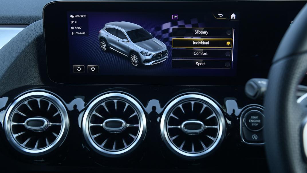 2021 Mercedes-Benz GLA-Class 35 AMG 4MATIC Interior 040