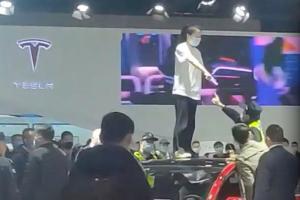 สาวจีนประท้วง Tesla ถูกจับขัง 5 วัน – รัฐบาลแดนมังกรแนะผู้บริโภคอย่าแสดงออกสุดโต่ง