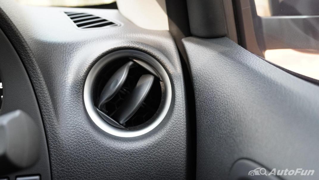 2021 Nissan Navara Double Cab 2.3 4WD VL 7AT Interior 019