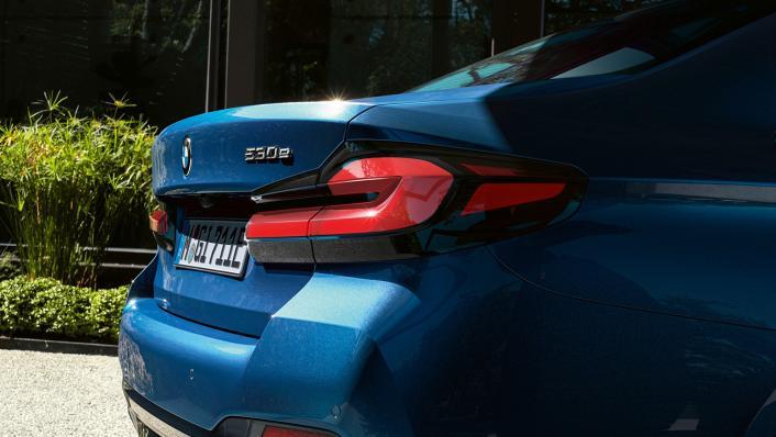 2021 BMW 5 Series Sedan 530e Elite Exterior 005