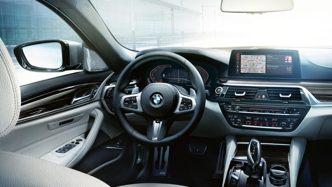 BMW 5-Series-Sedan Public 2020 Interior 001