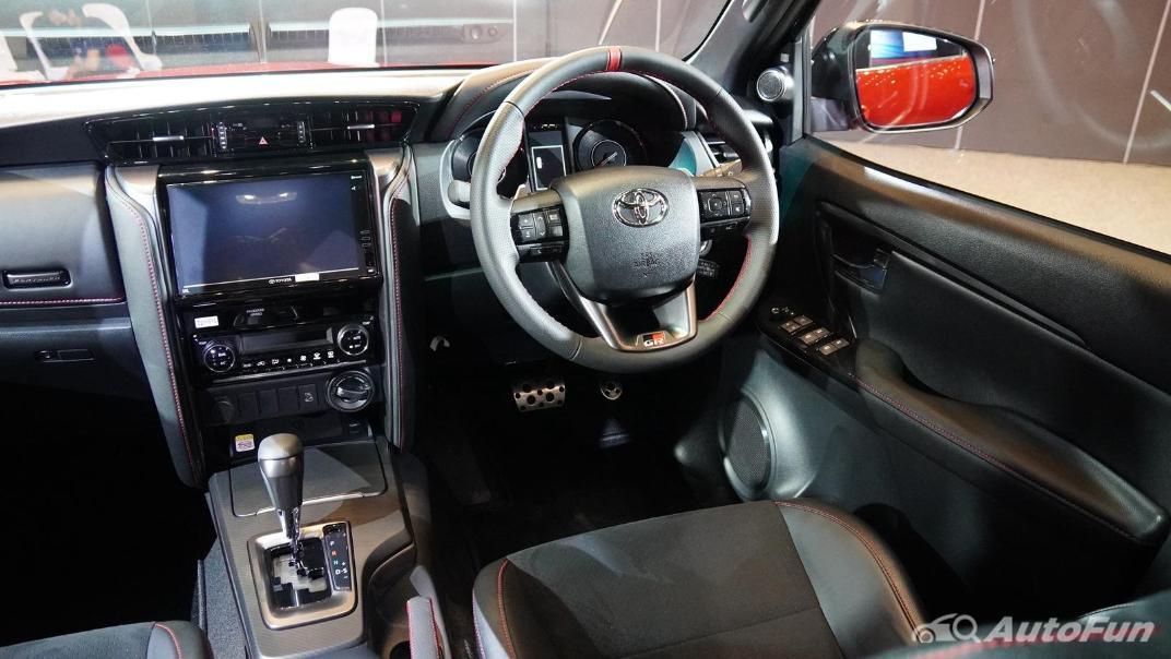 2021 Toyota Fortuner 2.8 GR Sport 4WD Interior 002