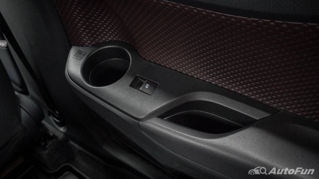 2021 Toyota C-HR Hybrid Premium Safety Interior 064