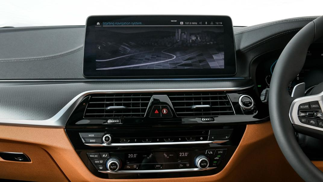 2021 BMW 5 Series Sedan 530e M Sport Interior 029