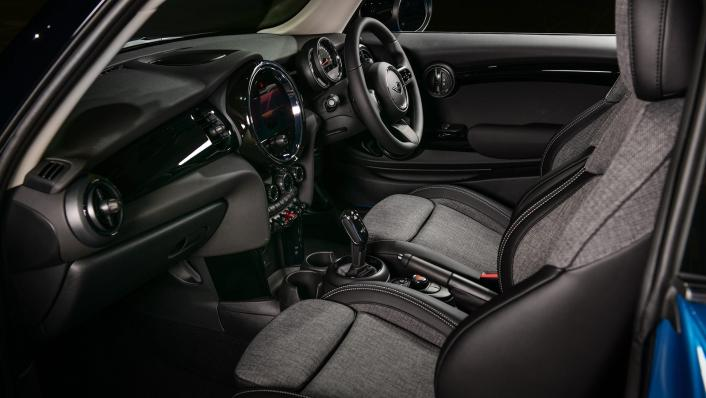 2021 MNI 3-Door Hatch Cooper Interior 006