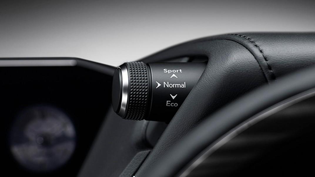 Lexus ES 2020 Interior 004
