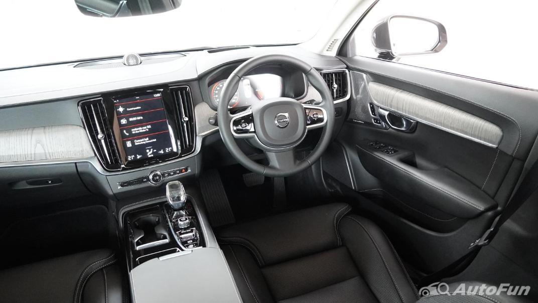 2021 Volvo S90 Recharge Interior 002