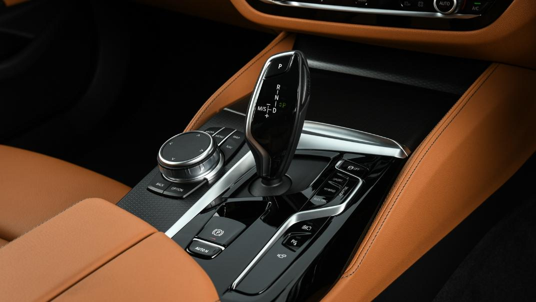 2021 BMW 5 Series Sedan 530e M Sport Interior 034