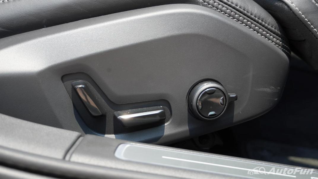 2021 Volvo S90 Recharge Interior 021
