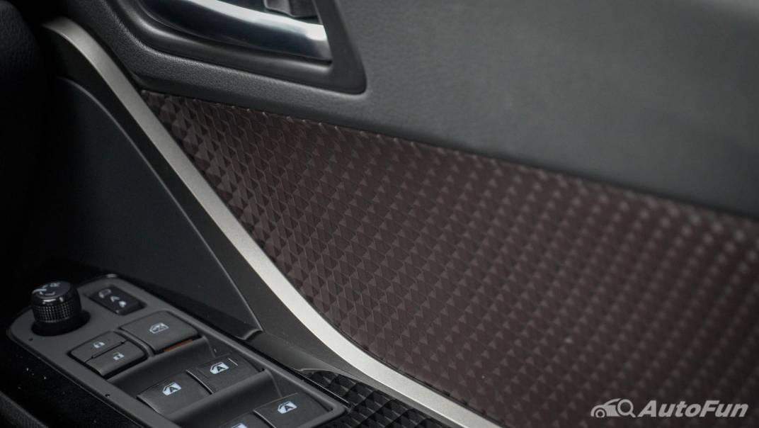 2021 Toyota C-HR Hybrid Premium Safety Interior 023