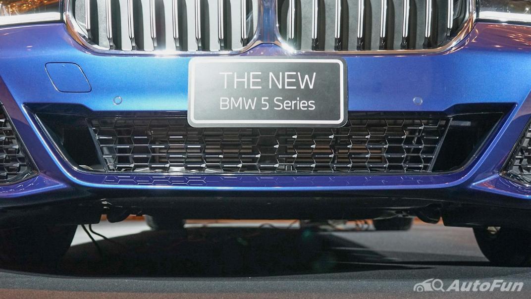 2021 BMW 5 Series Sedan 520d M Sport Exterior 013