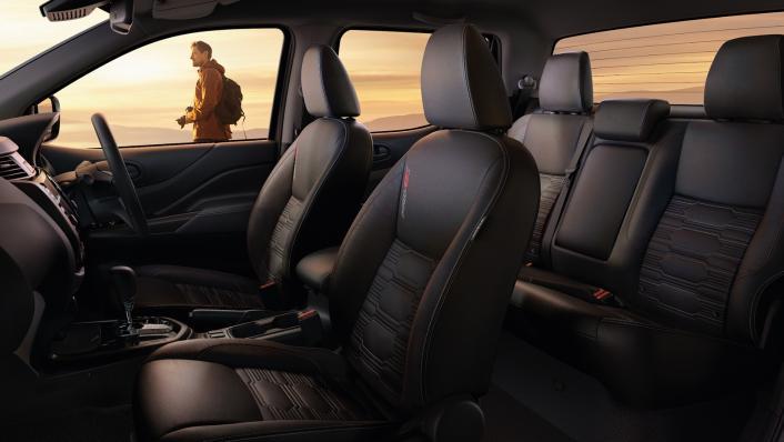 Nissan Navara 2021 Interior 001