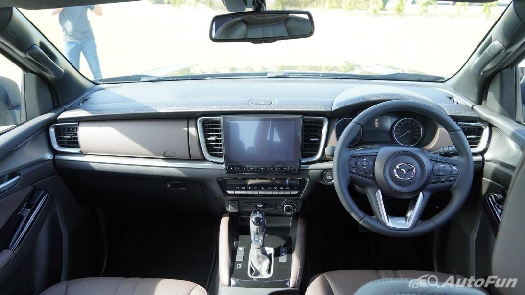 Mazda BT-50 Pro 2021 Interior 001