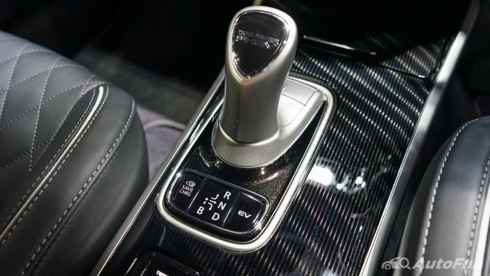 2021 Mitsubishi Outlander PHEV GT Interior 007