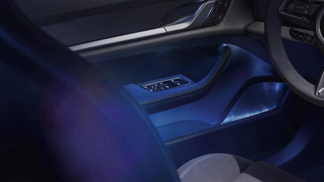 2020 Porsche Taycan Interior 011