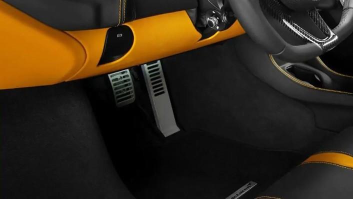 McLaren 540C 2020 Interior 001