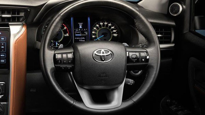 Toyota Fortuner 2020 Interior 002