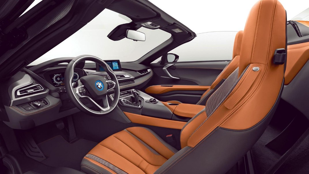 BMW I8-Roadster Public 2020 Interior 010