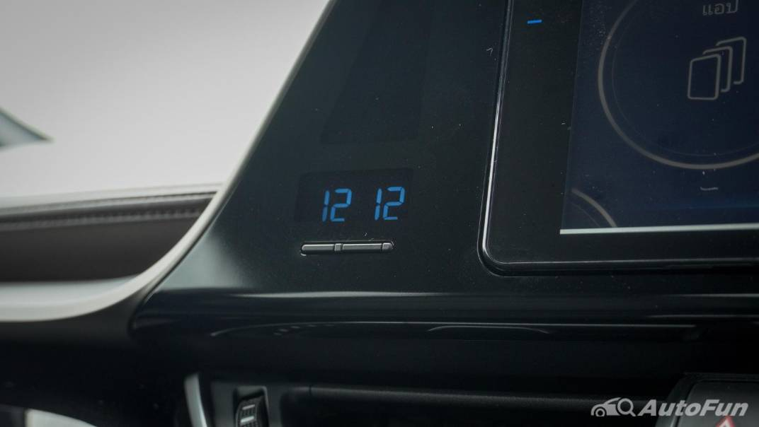 2021 Toyota C-HR Hybrid Premium Safety Interior 033
