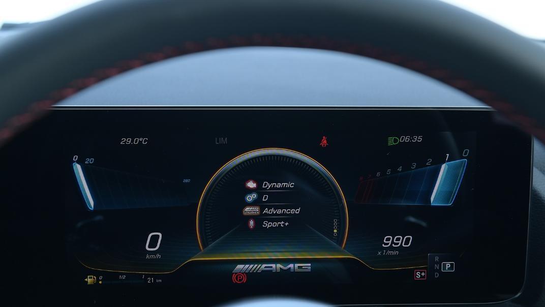 2021 Mercedes-Benz GLA-Class 35 AMG 4MATIC Interior 007