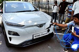2021 Hyundai Kona หยุดผลิตแล้ว เพราะมีรุ่นใหม่มาแทน หรือเพราะเจอปัญหาแบตระเบิดกันแน่ ?